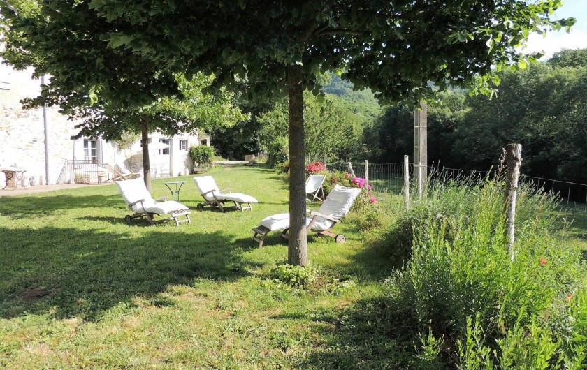 Location de vacances - Mas à Courniou - Un coin de jardin