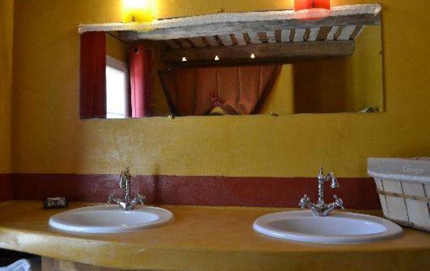 Location de vacances - Villa à Saint-Saturnin-lès-Apt - s de b 1 avec WC séparé