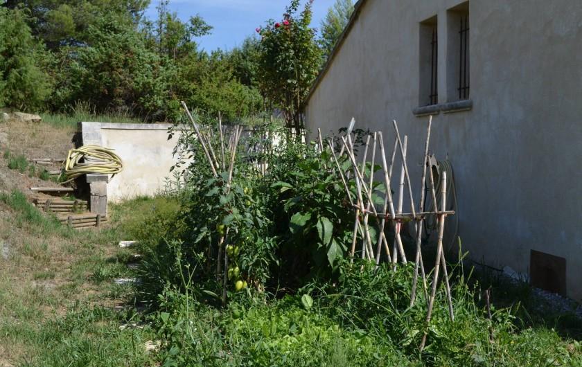 Location de vacances - Villa à Saint-Saturnin-lès-Apt - petit potager a votre disposition