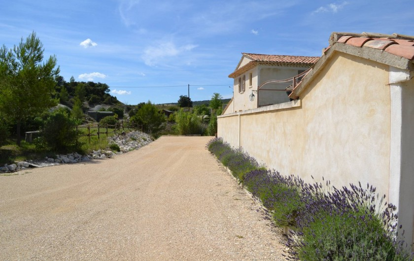Location de vacances - Villa à Saint-Saturnin-lès-Apt - arrivée avec parking privée pour 5 voitures