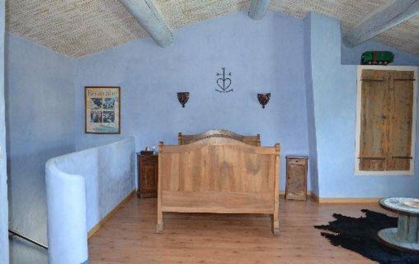 Location de vacances - Villa à Saint-Saturnin-lès-Apt - chambre 6x5 lit en 140
