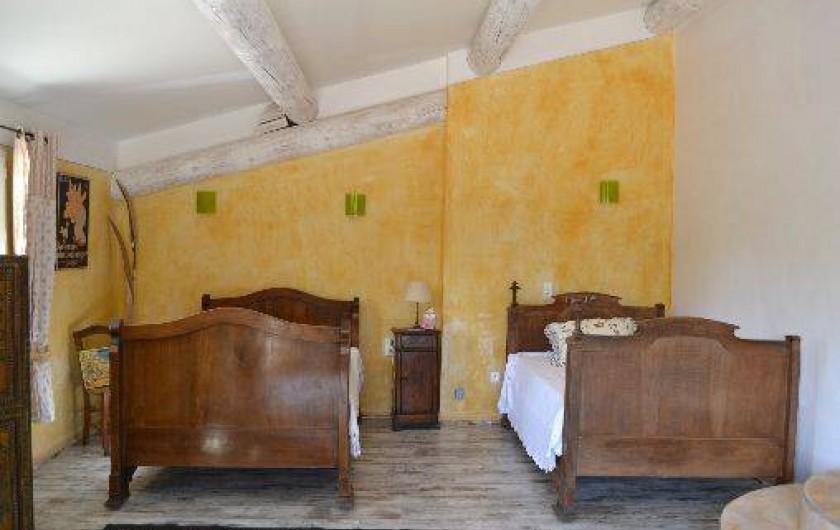 Location de vacances - Villa à Saint-Saturnin-lès-Apt - chambre 4x5 2 lit en 120