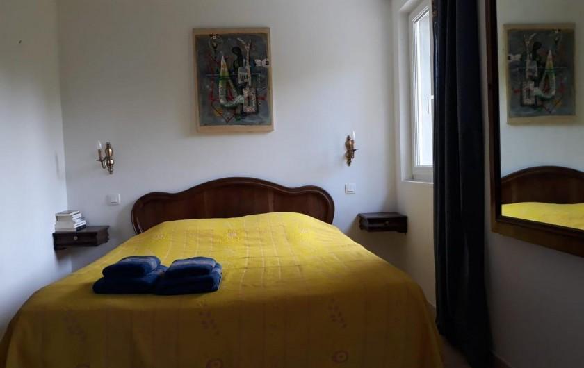 """Location de vacances - Chambre d'hôtes à Saint-Martin-le-Vieil - Chambre """"Provence"""" - 3 personnes"""