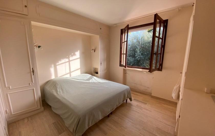 Location de vacances - Maison - Villa à Carqueiranne - Chambre parentale, avec grand lit double + SDB attenante