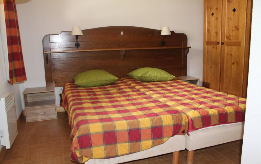 Location de vacances - Appartement à Saint-Sorlin-d'Arves - chambre 2 étage 2 lits 80/190