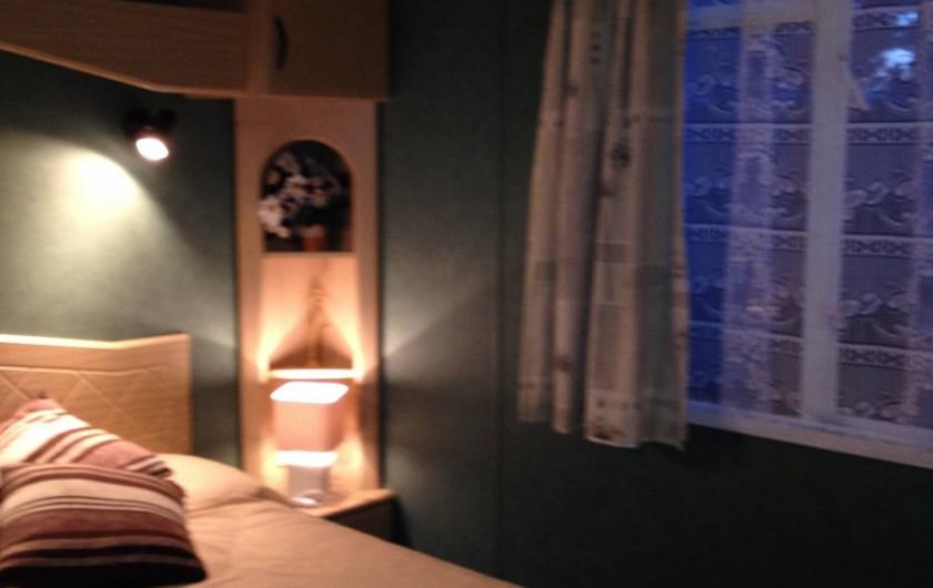 Location de vacances - Bungalow - Mobilhome à Les Mathes - grande chambre parentale avec  coin coiffeuse équipée d'un sèche cheveux