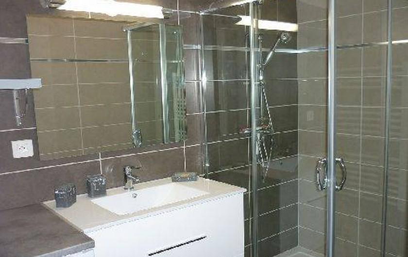 Location de vacances - Appartement à Propriano - salle de bain avec douche à l'italienne
