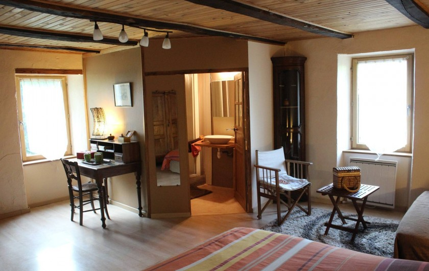 Location de vacances - Chambre d'hôtes à Saint-Laurent-de-Lévézou - Chambre du Jardin