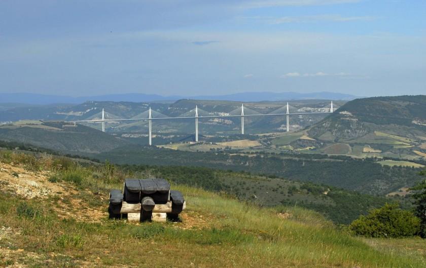Location de vacances - Chambre d'hôtes à Saint-Laurent-de-Lévézou - Beau point de vue en balade sur nos routes de campagne