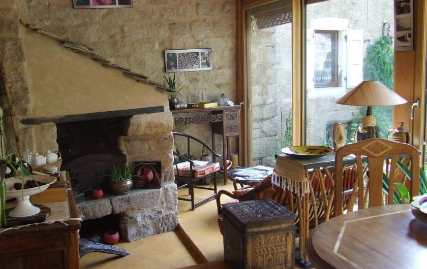 Location de vacances - Chambre d'hôtes à Saint-Laurent-de-Lévézou - Coin salon véranda