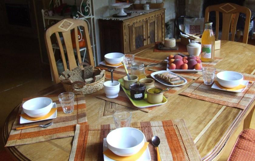 """Location de vacances - Chambre d'hôtes à Saint-Laurent-de-Lévézou - Petit déjeuner  """"Gourmet"""""""