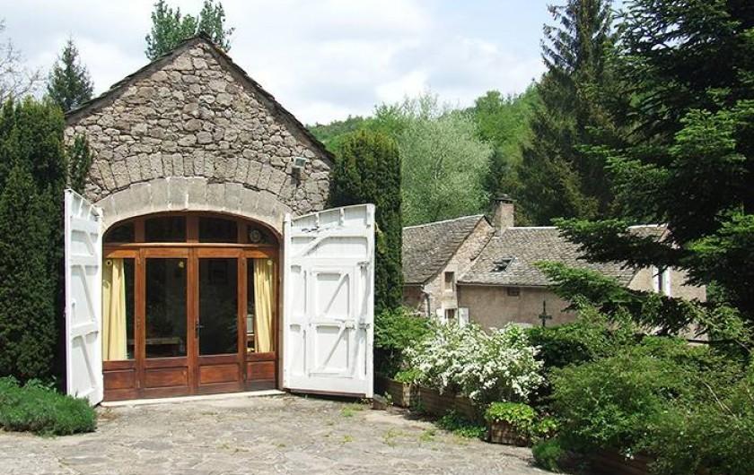 Location de vacances - Chambre d'hôtes à Saint-Laurent-de-Lévézou - Terrasse gîte