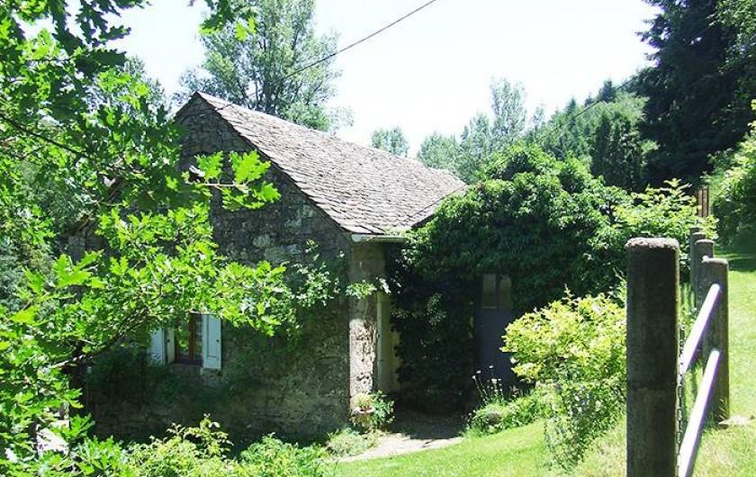 Location de vacances - Chambre d'hôtes à Saint-Laurent-de-Lévézou - Accès Chambre du Jardin