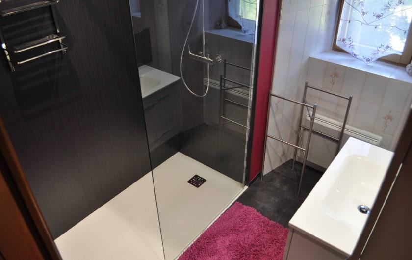 Location de vacances - Gîte à Saint-Flour - salle d'eau - douche