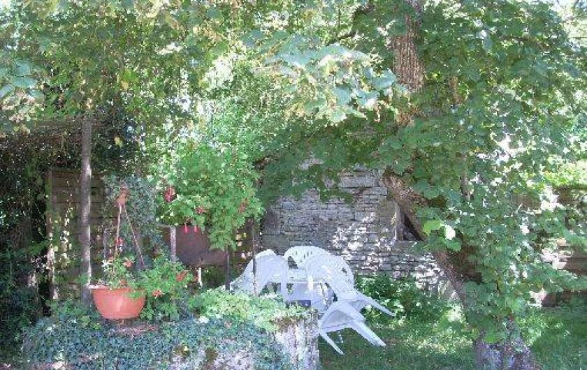 Location de vacances - Chambre d'hôtes à Thury - coté salon de jardin