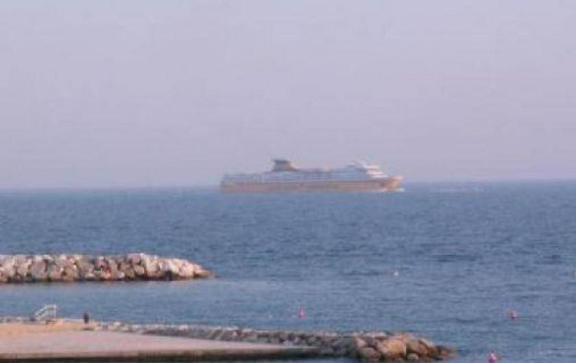 Location de vacances - Appartement à Toulon - VUE DE L APPARTEMENT DU LIDO