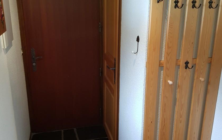 Location de vacances - Appartement à Le Grand-Bornand - Entrée du logement avec WC N° 1