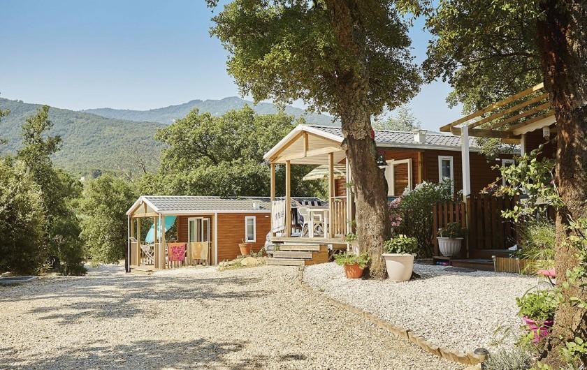 Location de vacances - Camping à Laroque-des-Albères - Hébergements avec vue sur la montagne