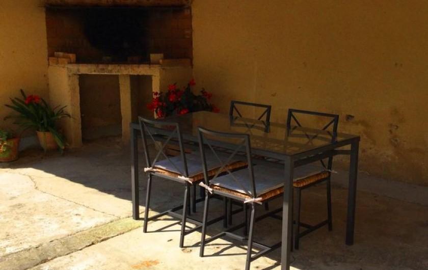 Location de vacances - Gîte à Bédarrides - Coin repas extérieur