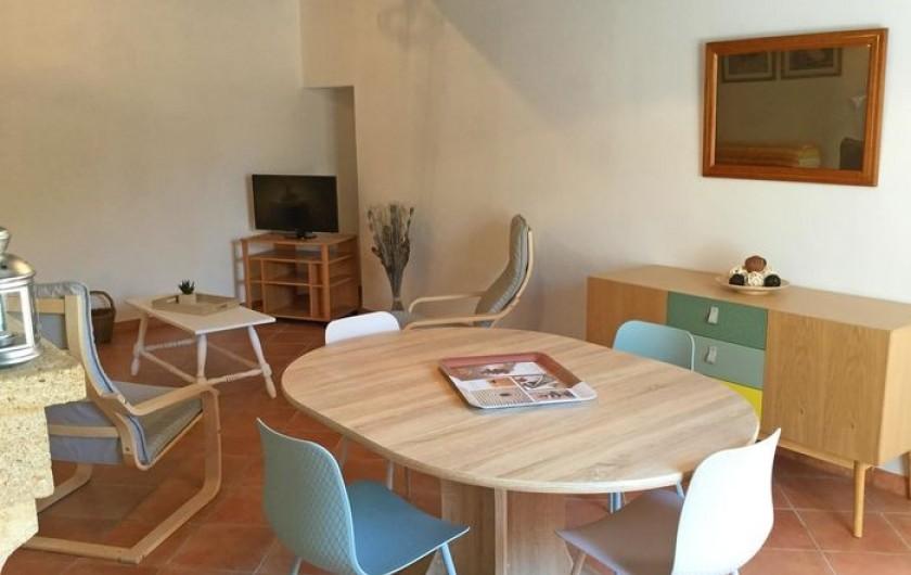 Location de vacances - Gîte à Bédarrides - Coin salle à manger et séjour