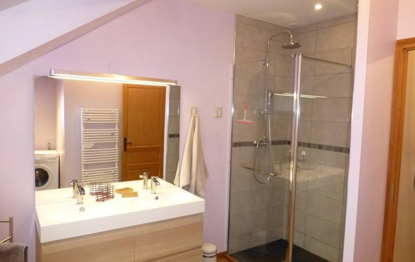 Location de vacances - Gîte à Essômes-sur-Marne - salle de bain avec douche spacieuse