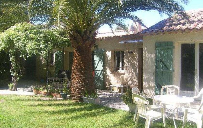 Location de vacances - Villa à Golfe-Juan - Jardin calme et ombragé