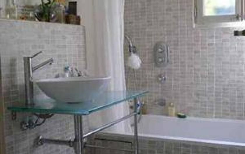 Location de vacances - Villa à Golfe-Juan - Salle de bains avec WC et baignoire