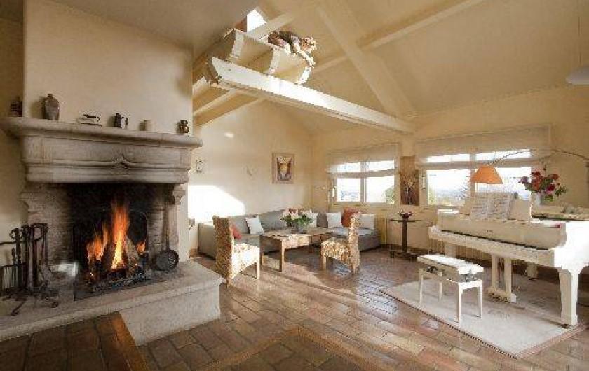 Location de vacances - Chambre d'hôtes à Beaune - Séjour et salon de la maison Les Tilleuls à la Terre d'Or, Beaune.