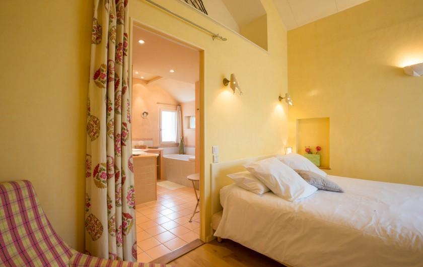 Location de vacances - Chambre d'hôtes à Beaune - La chambre Les Liserons, vue sur Beaune