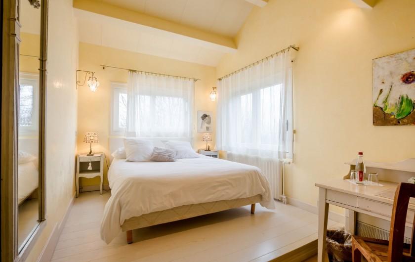 Location de vacances - Chambre d'hôtes à Beaune - La chambre Les Campanules, vue sur Beaune