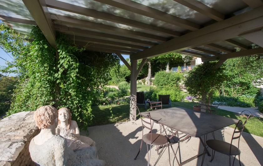 Location de vacances - Chambre d'hôtes à Beaune - La pergola dans le jardin bio