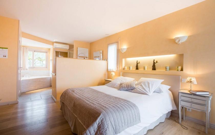 Location de vacances - Chambre d'hôtes à Beaune - Chambre d'hôtes Les Chèvrefeuilles, spacieuse avec terrasse privée.