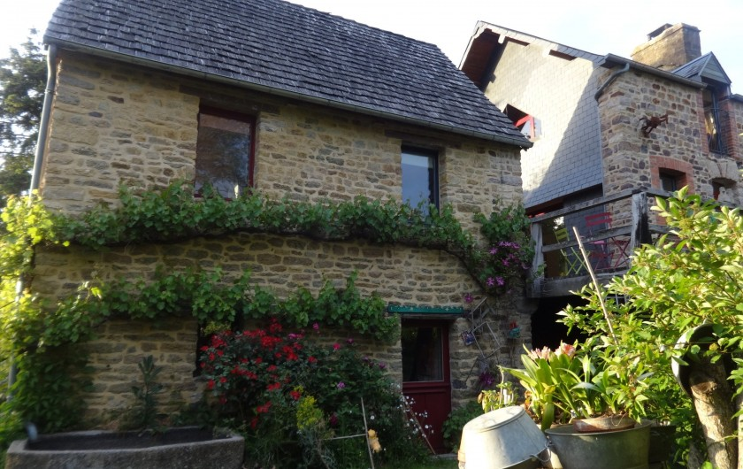 Location de vacances - Chambre d'hôtes à Clécy - Petite maison        indépendante.    Chambre d'hôtes       au 1er étage.