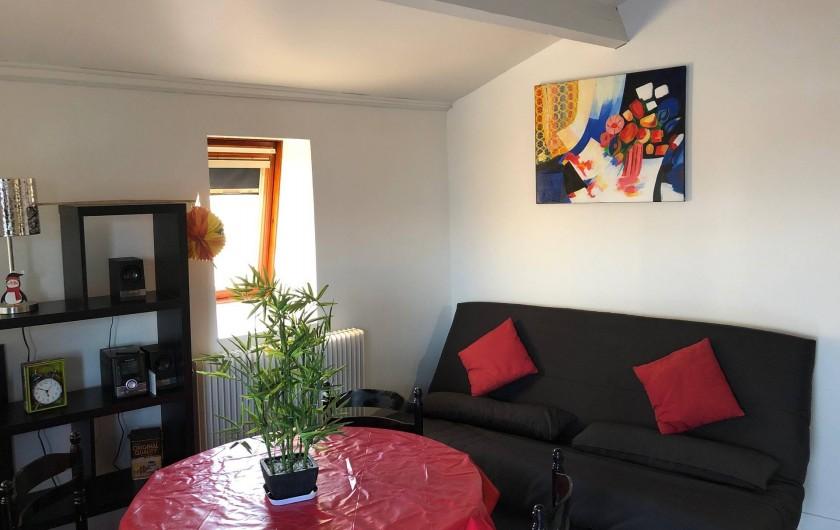 Location de vacances - Studio à Saint-Vaast-la-Hougue - Pièce de séjour , canapé table