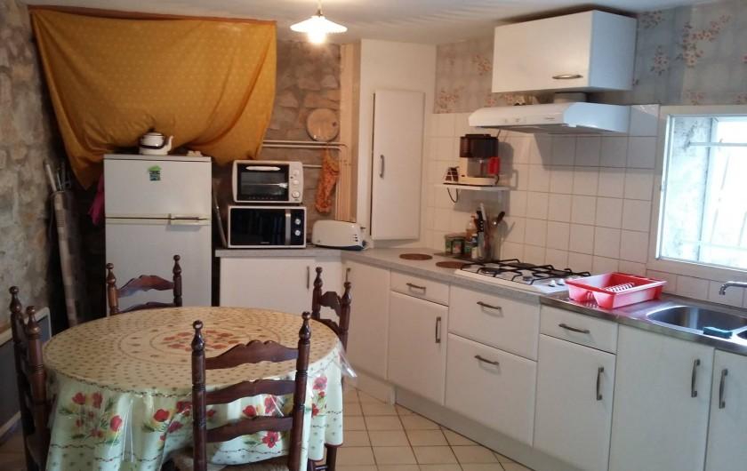 Location de vacances - Gîte à Bize-Minervois - coin cuisine repas