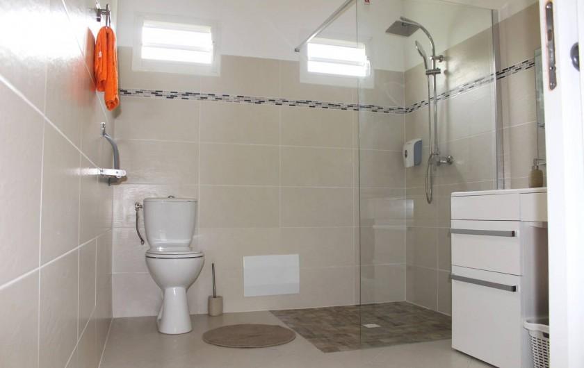 """Location de vacances - Maison - Villa à Le Gosier - Salle de bain Villa """"Douce"""""""