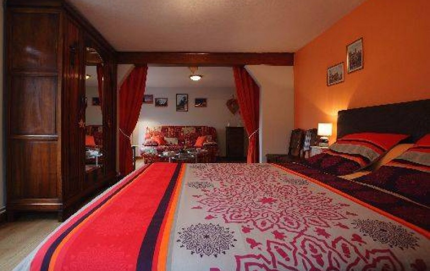 Location de vacances - Gîte à Maisonsgoutte - lit  très confortable 160/200 avec la prestation ( lit fait à votre arrivée)
