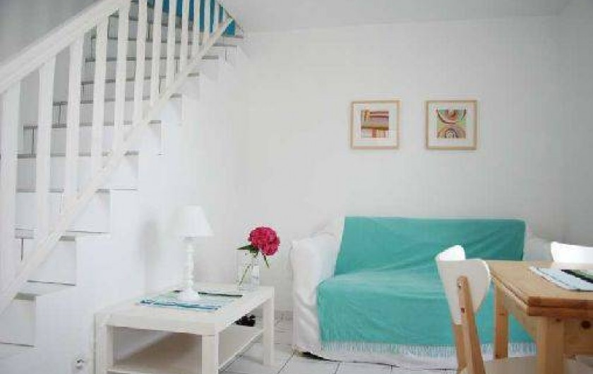 Location de vacances - Maison - Villa à Saint-Clément-des-Baleines - coin ouvert sur préau aménagé face à piscine chauffée 3/5personnes