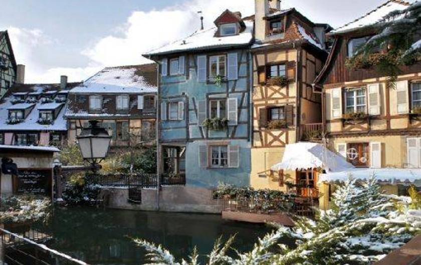 Location de vacances - Appartement à Colmar - La maison bleue en hiver