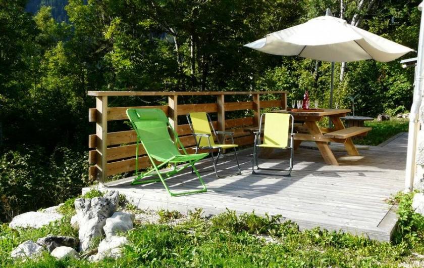 Location de vacances - Gîte à Saint-Pierre-de-Chartreuse - Coin terrasse avec petit barbecue