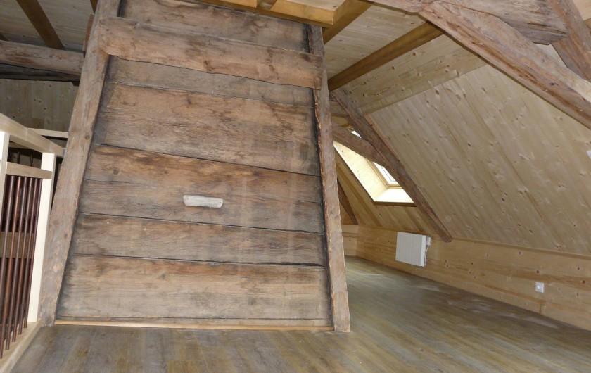 Location de vacances - Gîte à Saint-Pierre-de-Chartreuse - Ancienne cheminée (côté mezzanine)