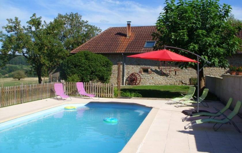 Location de vacances - Gîte à Turenne - Piscine
