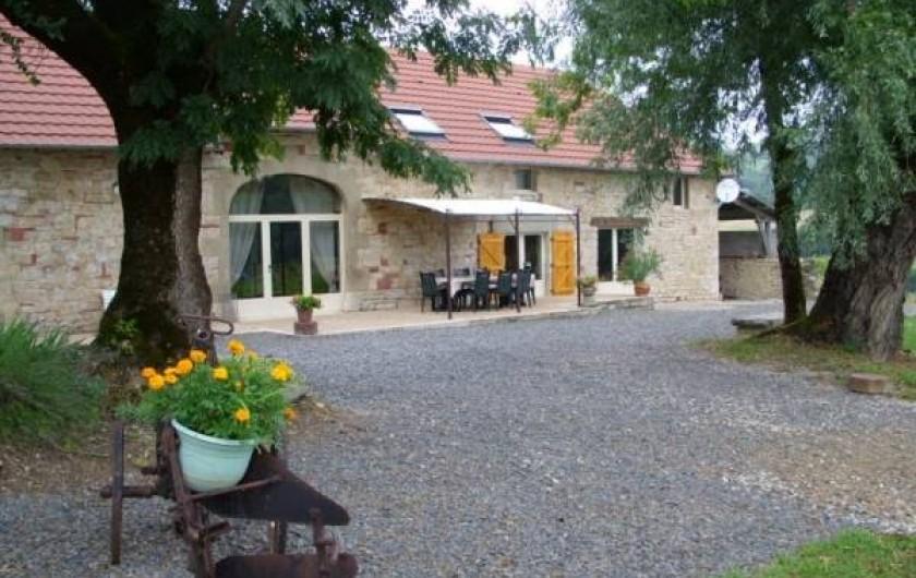 Location de vacances - Gîte à Turenne - terrasse et jardin