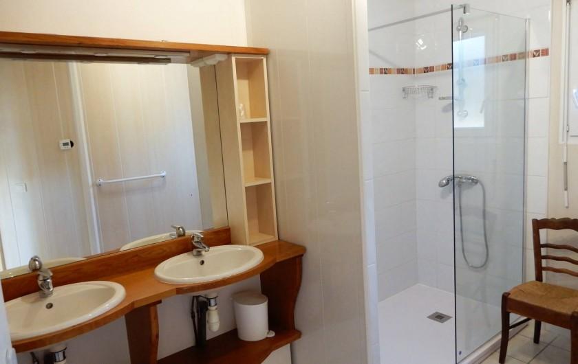 Location de vacances - Villa à Loubressac - Salle de Bain : douche à l'italienne