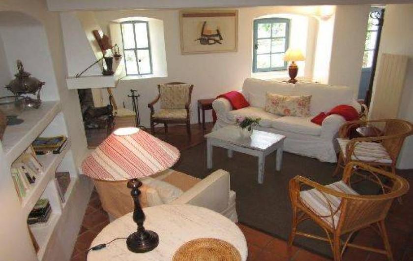 Location de vacances - Mas à Mons - le salon, cheminée, TV satellites, chaines etrangères, DVD, CD