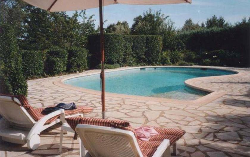 Location de vacances - Mas à Mons - piscine cloturée de haies naturelles,  une grande marche sans profondeur