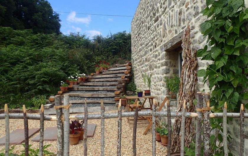 Location de vacances - Gîte à Saint-Hilaire-les-Courbes - Le jardin....