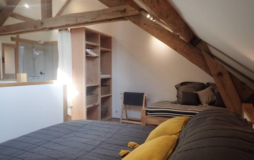 Location de vacances - Gîte à Saint-Hilaire-les-Courbes - La chambre sur la mezzanine...