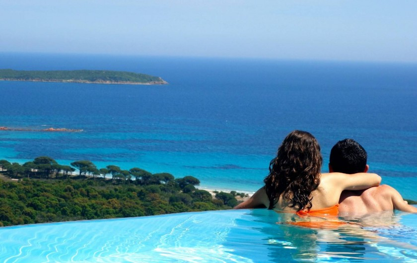 Location de vacances - Maison - Villa à Porto-Vecchio - Détendez-vous depuis notre piscine (commune) avec une vue mer exceptionnelle!