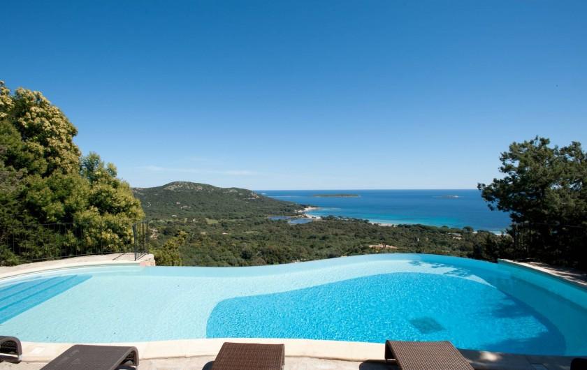 Location de vacances - Maison - Villa à Porto-Vecchio - Piscine commune avec vue magnifique